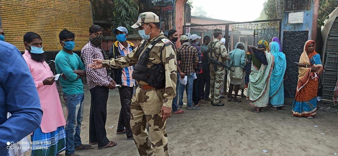 पूर्णिया में सुरक्षा बलों से भिड़े वोटर, पुलिस ने की 5 राउंड हवाई फायरिंग