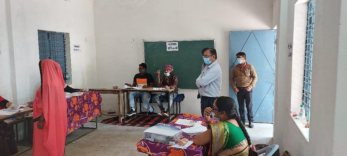अनूपपुरः अब तक 40.38 फीसदी मतदान,  सामान्य प्रेक्षक एवं व्यय प्रेक्षक ने किया निरीक्षण