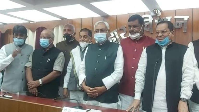 बिहार विधान परिषद् के नवनिर्वाचित सदस्यों के शपथ ग्रहण कार्यक्रम में शामिल हुए मुख्यमंत्री