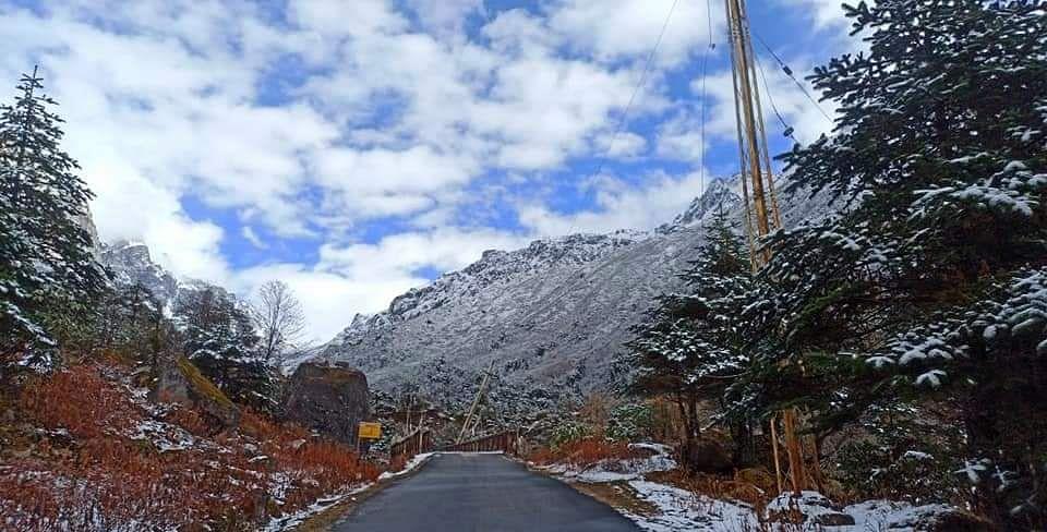 सिक्किम के उच्च पहाड़ी क्षेत्रों में बर्फबारी शुरू