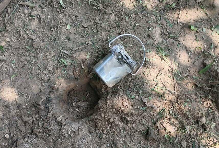 04 किलोग्राम का टिफिन बम स्वीच सिस्टम सहित बरामद