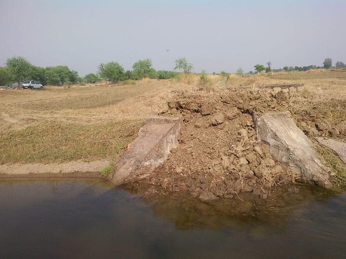 नहर की माइनर में पूर्व सरपंच ने भर दी मिट्टी, सैकड़ों किसान सिंचाई से वंचित