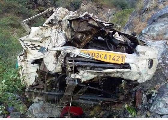 रात में गिरी गाड़ी, सुबह पता चला, एक की मौत-एक गंभीर