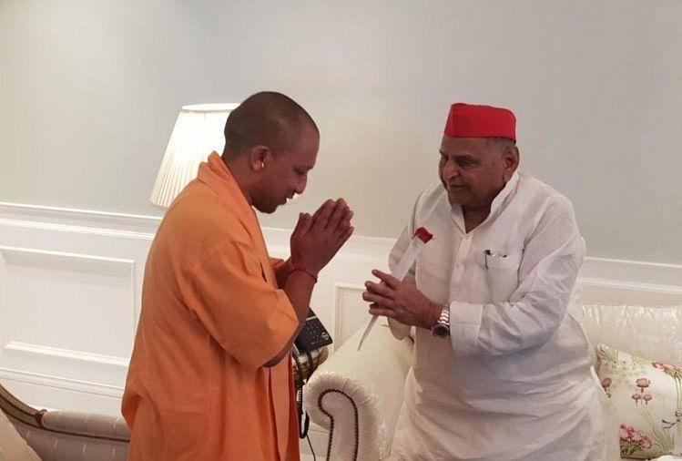 मुख्यमंत्री योगी ने सपा संरक्षक मुलायम को फोन करके दी जन्मदिन की बधाई