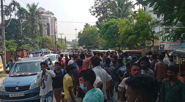 ई-रिक्शा चालकों ने किया विरोध प्रदर्शन