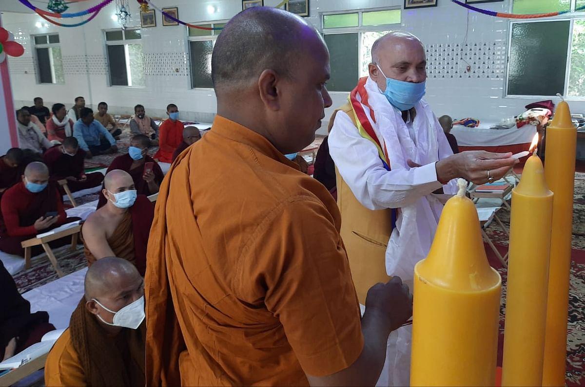 नालंदा विश्वविद्यालय के छात्रों ने की कुशीनगर में त्रिपिटक पूजा