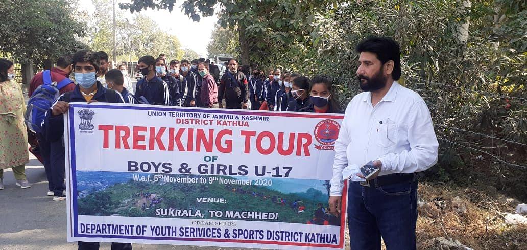 120 विद्यार्थियों को ट्रेकिंग कैंप के लिए कठुआ से रवाना किया गया
