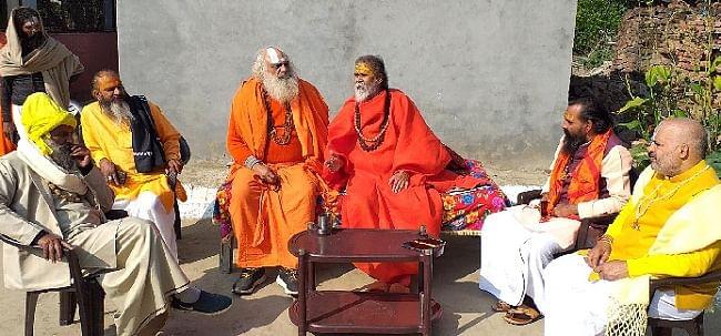 बैरागी कैंप में मेला कार्य समय पर पूरे कराए प्रशासनः नरेंद्र गिरि