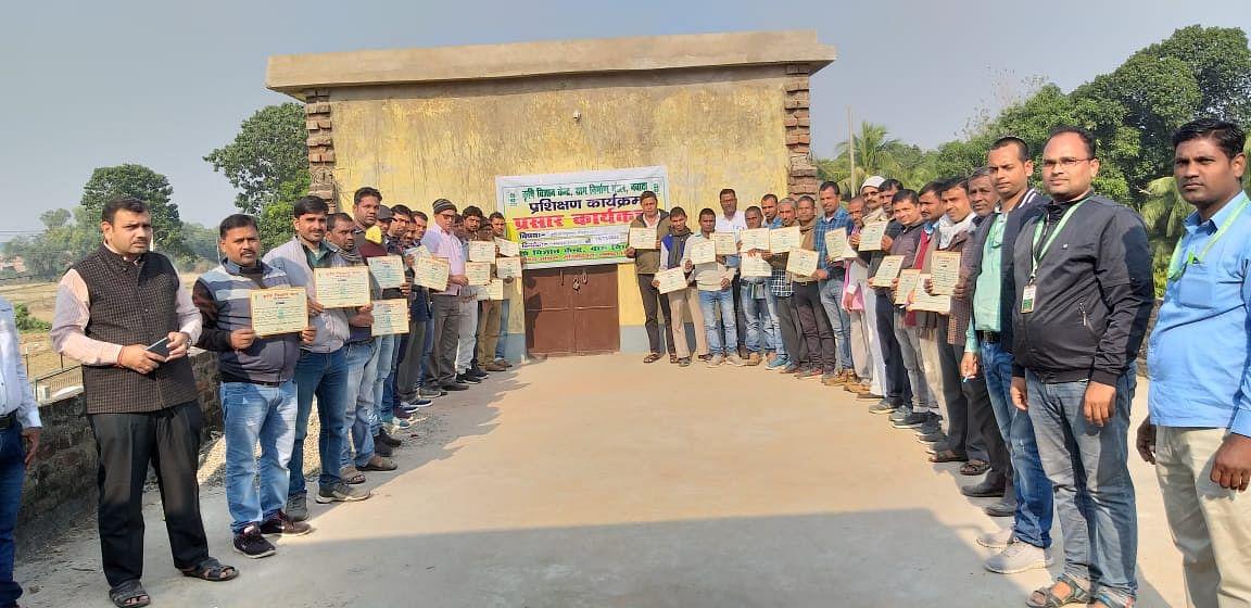 किसान सलाहकारों को मिले वैज्ञानिक खेती का प्रशिक्षण, प्रमाणपत्र बंटे