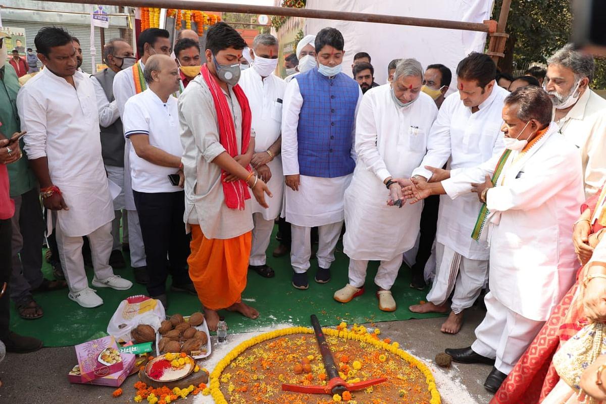मंत्री डाॅ. शिव कुमार डहरिया ने यूथ हब एवं ग्रीन कॉरिडोर निर्माण कार्य का किया ई-भूमिपूजन