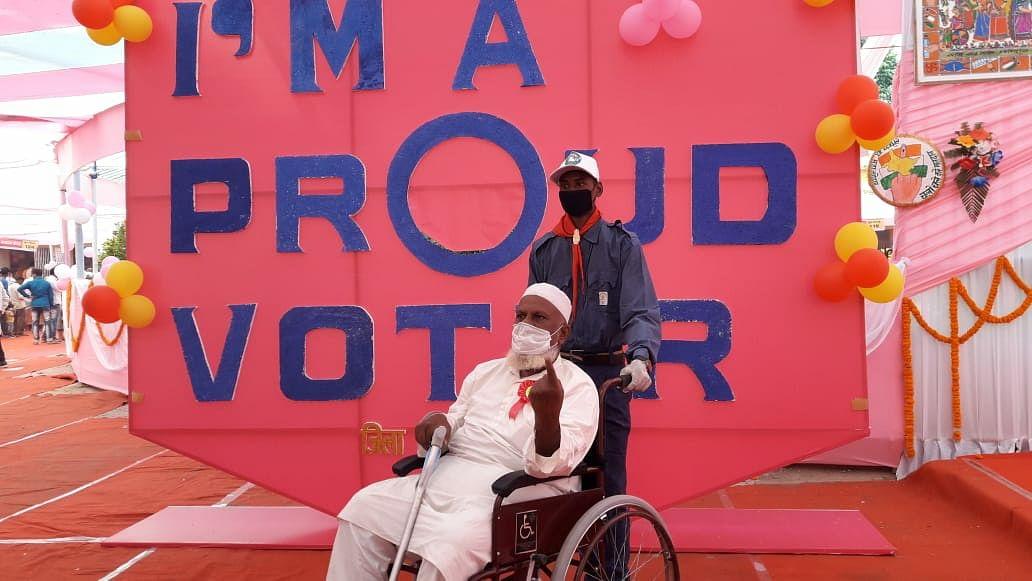 जिला प्रशासन के बेहतर इंतजाम से निःशक्त मतदाताओं में खुशी