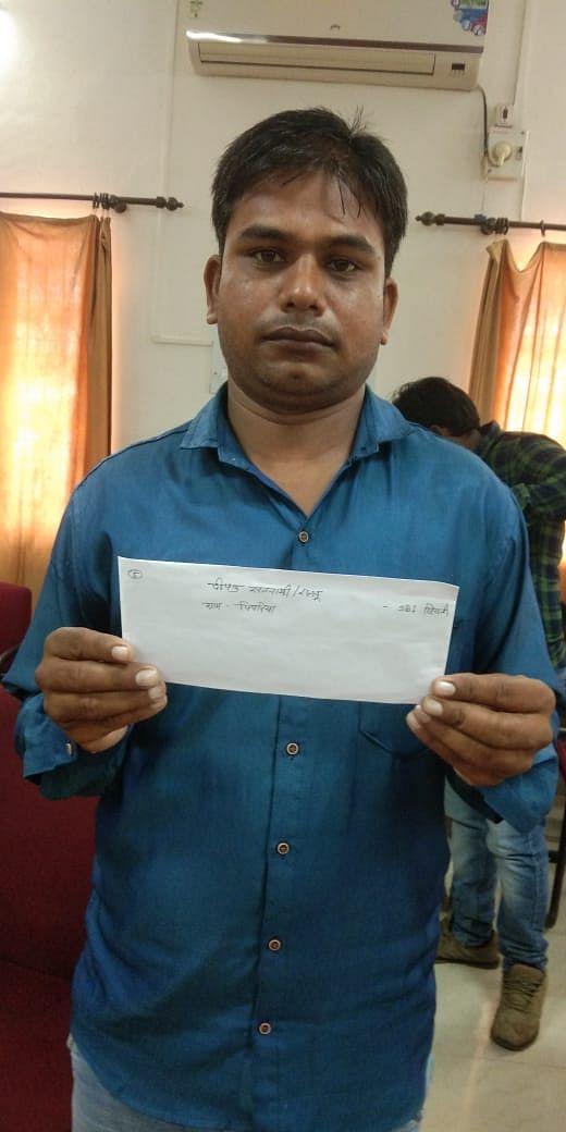 मुख्यमंत्री स्ट्रीट वेण्डर योजनाः दीपक ने 10 हजार ब्याजमुक्त सहायता राशि से पुनः चालू किया व्यवसाय