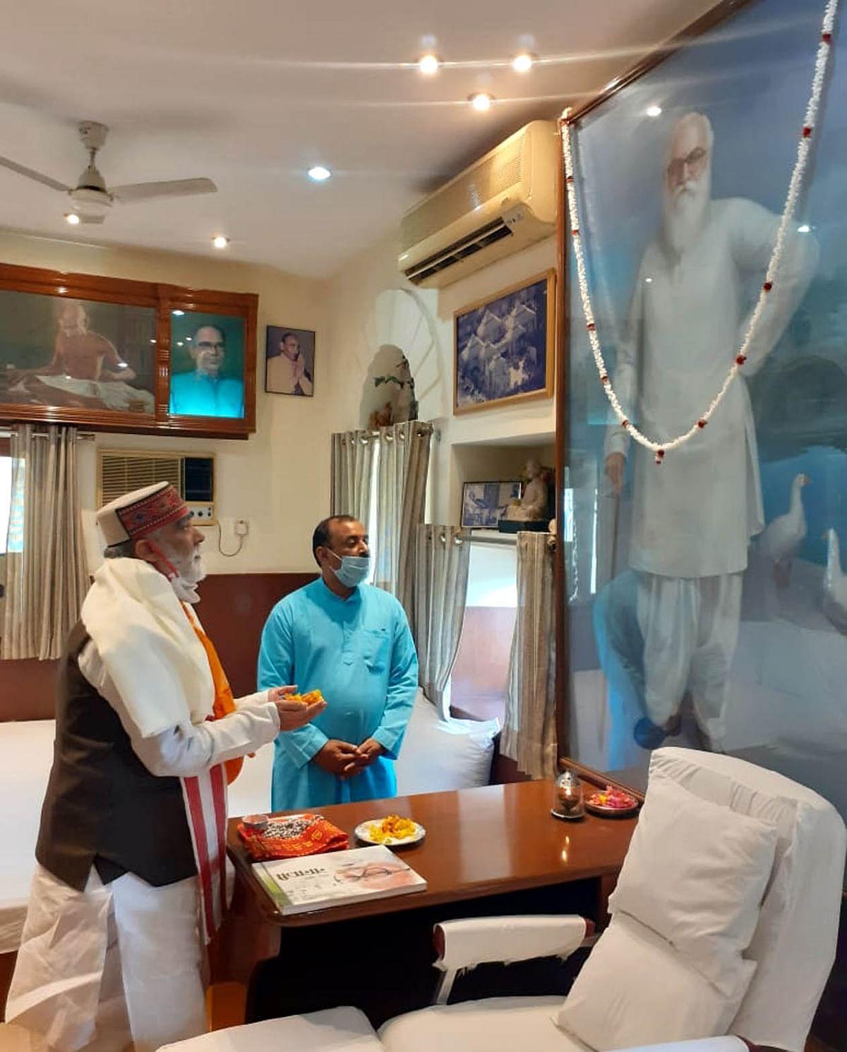 केन्द्रीय राज्यमंत्री अश्विनी कुमार चौबे ने सियाराम कुटीर पहुंचकर नानाजी देशमुख को दी श्रद्धांजलि