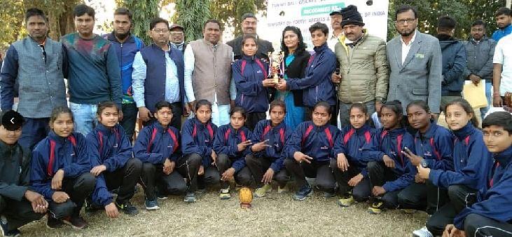 नेशनल टेनिस बाल क्रिकेट चैंपियनशिप की विजेता बनीं उत्तर प्रदेश की टीमें