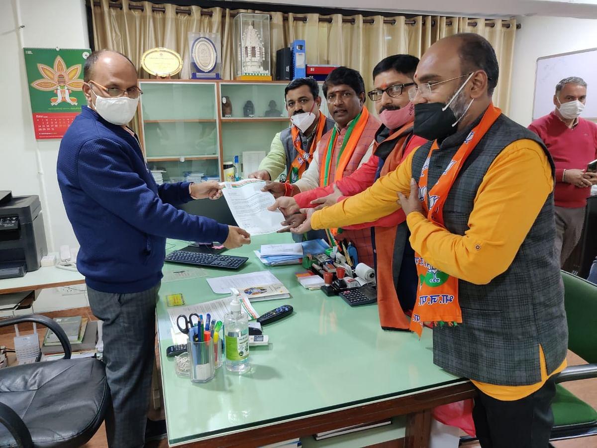 BJP protests in Puducherry Bhavan to demand civic elections