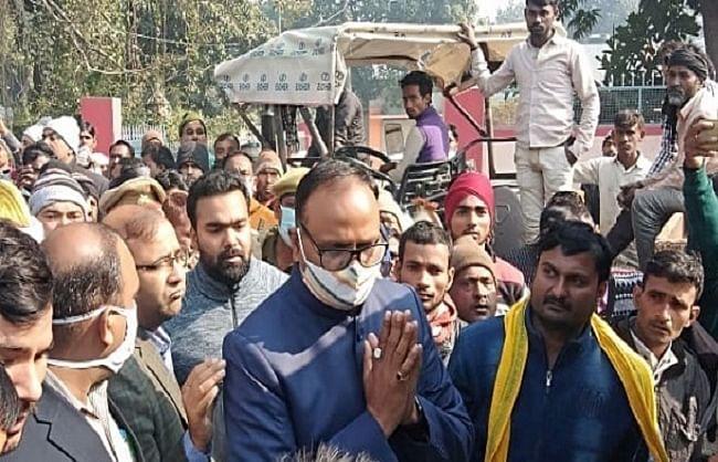 सुजीत हत्याकांड : पीड़ित परिजनों से मिले न्याय मंत्री ब्रजेश पाठक, आजमगढ़ से दो शूटर पुलिस गिरफ्त में