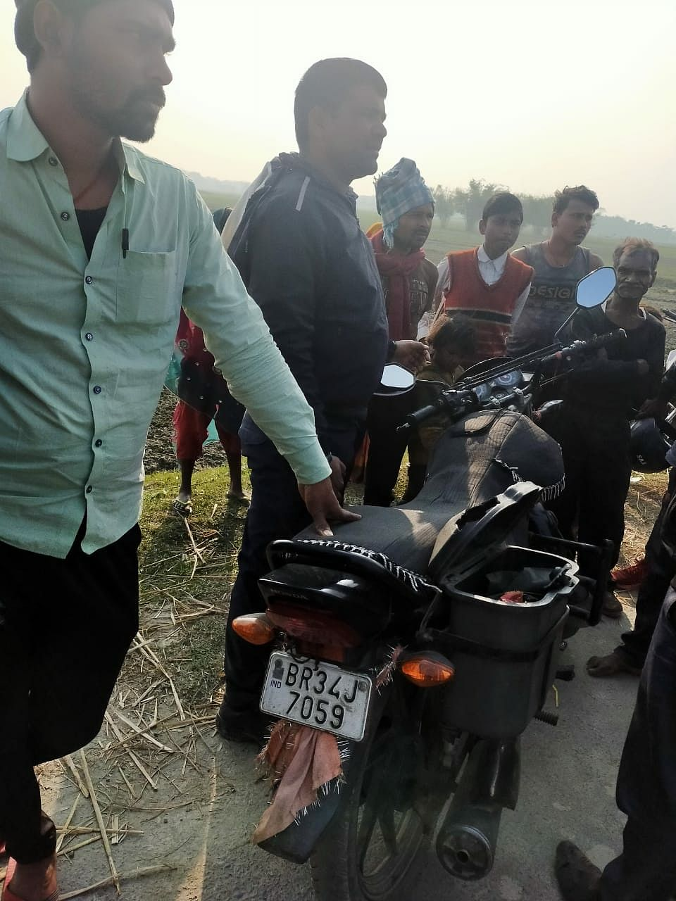 In Saharsa, criminals rob 40 thousand from Bandhan Bank personnel on the strength of arms