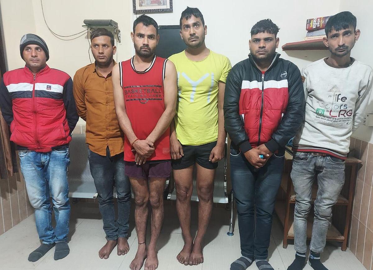 भरतपुर-मथुरा में पेट्रोल पम्प पर डकैती डालने की योजना बनाने वाली आपराधिक गैंग के दो इनामी सहित छह बदमाश गिरफ्तार