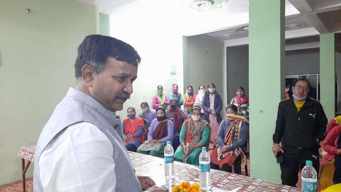 राज्यमंत्री सिंघल ने मदद का भरोसा दिलाया