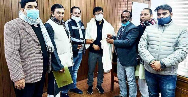 Demand to close meat shops on Peshwai Marg