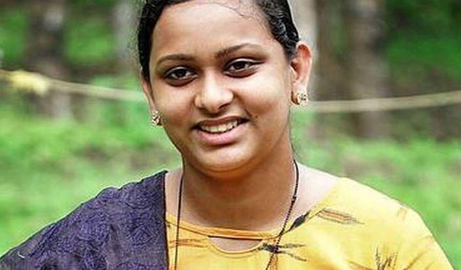 मिलिए 21 साल की रेशमा मरियम रॉय से जो बनी देश की सबसे युवा पंचायत अध्यक्ष