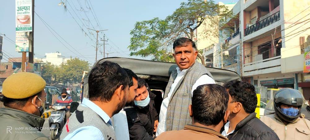 भाजपा सांसद के आवास पर थाली बजाने जा रहे कांग्रेस महानगर अध्यक्ष हिरासत में