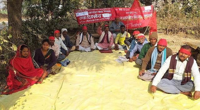 लखनऊ में किसान आंदोलन के समर्थन में अनशन पर बैठे नेता गिरफ्तार