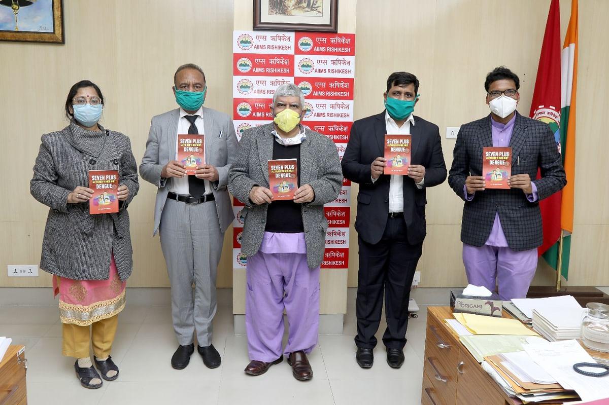 एम्स में डेंगू पर केंद्रित पुस्तक का विमोचन