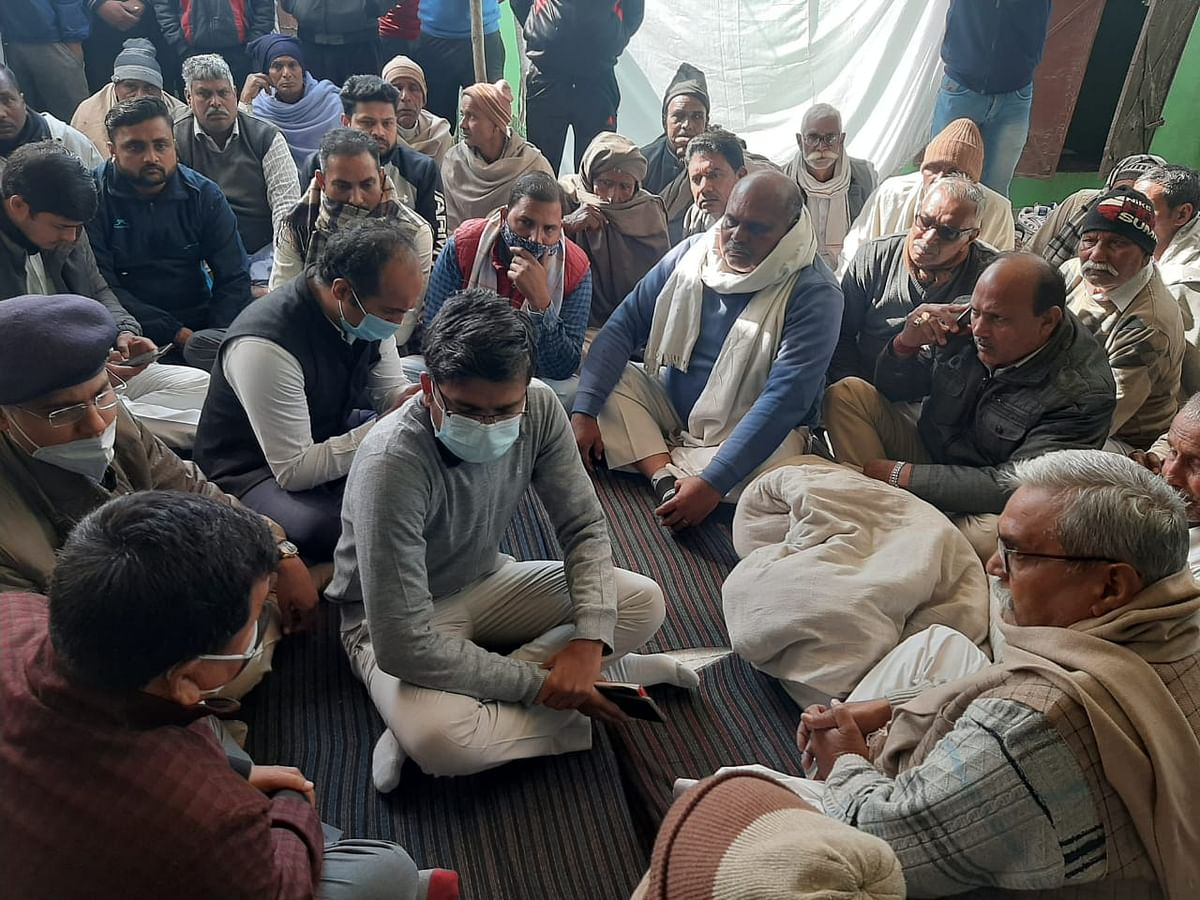 Influx of people in martyr's village, consoled