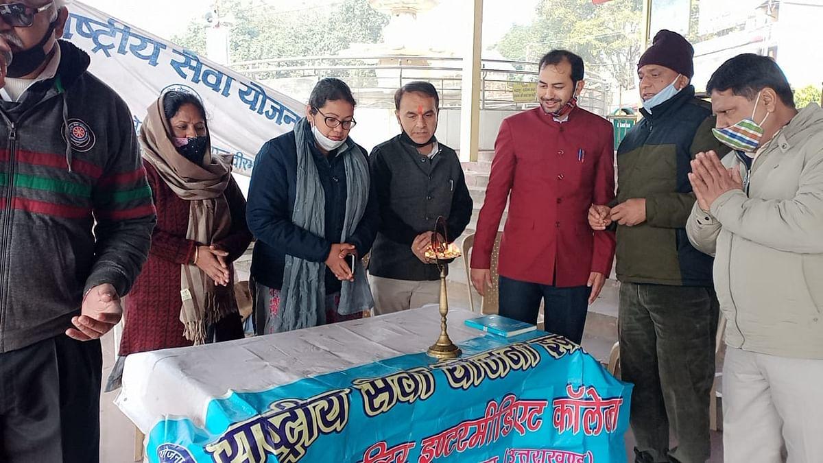 माध्यमिक विद्यालयों में  स्पर्श गंगा दिवस पर विभिन्न कार्यक्रमों का आयोजन
