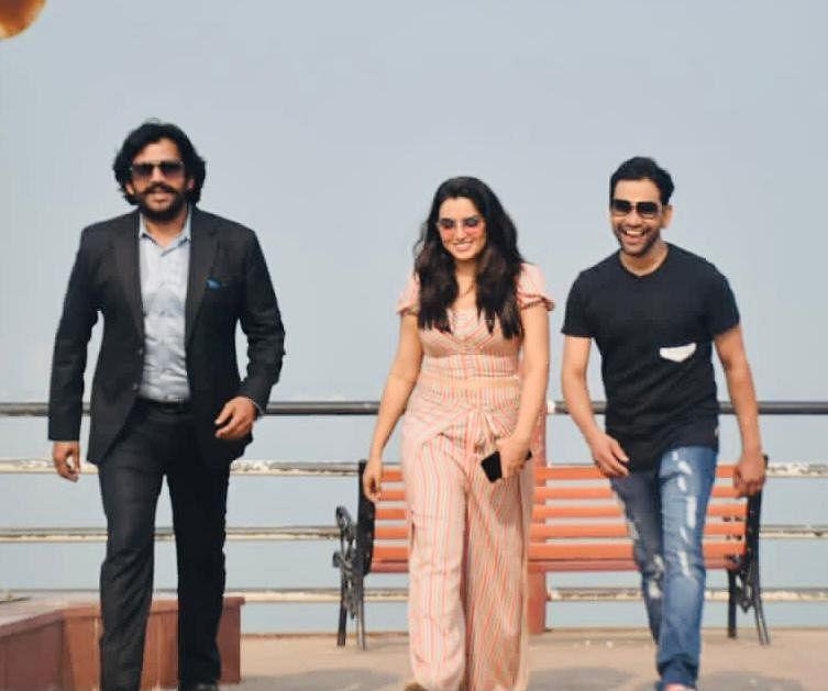 सांसद रवि किशन ने किया भोजपुरी फिल्म 'ठीक है' का मुहूर्त