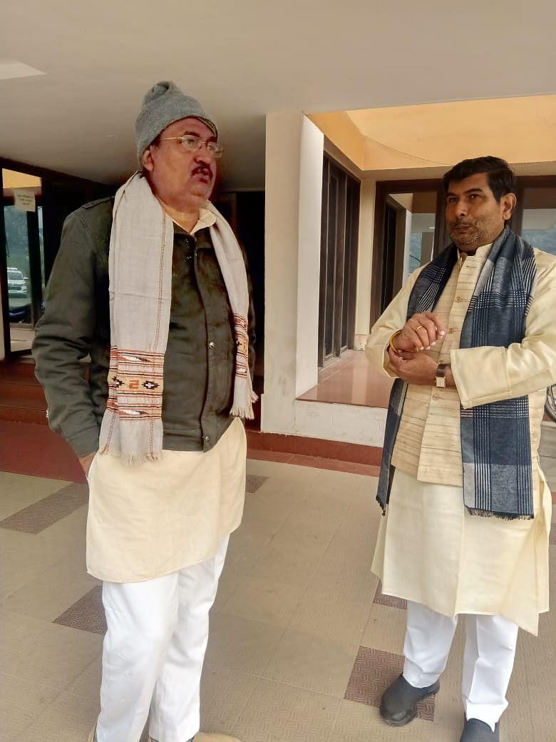 मेरठ के नव निर्वाचित एमएलसी श्रीचंद शर्मा ने बाबा विश्वनाथ के दरबार में टेका मत्था