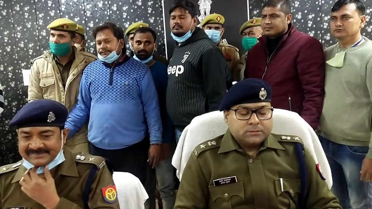 Four robbers of the Bikers gang and a goldsmith who bought swag, arrested