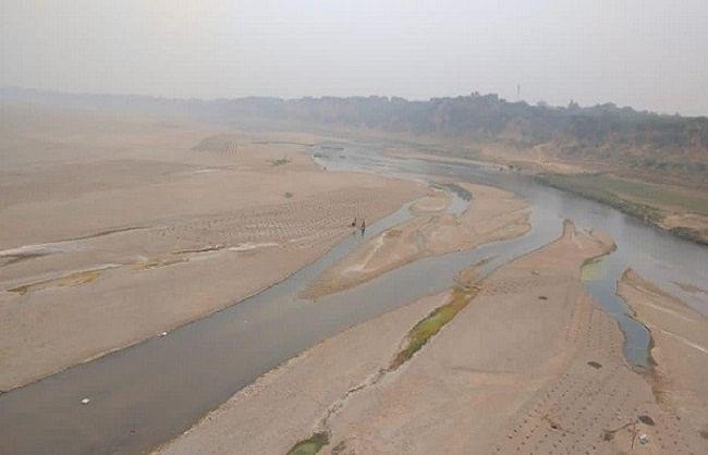 हमीरपुर में मौरंग खनन से बेतवा नदी के अस्तित्व पर मंडराया खतरा, जलधारा भी विलुप्त