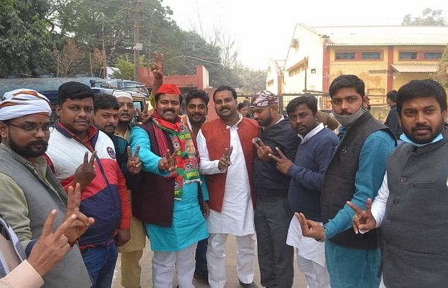 एमएलसी चुनावः प्रधानमंत्री मोदी के गढ़ में सपा ने लगाई मजबूती से सेंध, स्नातक सीट भी जीती