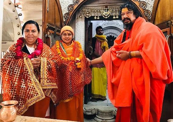 उमा भारती ने की श्री दक्षिण काली मंदिर में पूजा अर्चना