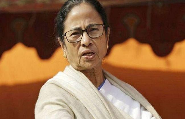 प. बंगाल: पार्टी में मची भगदड़ से ममता ने बुलाई इमरजेंसी बैठक