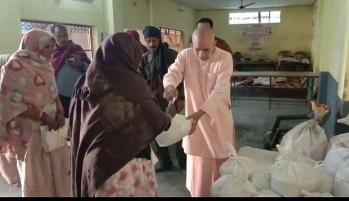गाजियाबाद के संन्यासी ने दस परिवारों को लिया गोद