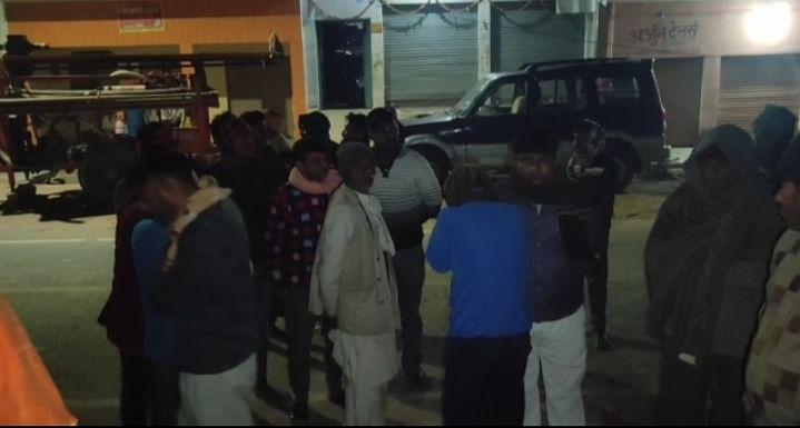 सर्राफे की दुकान में चोरी, विरोध पर दुकान स्वामी को गोली मारा, घायल