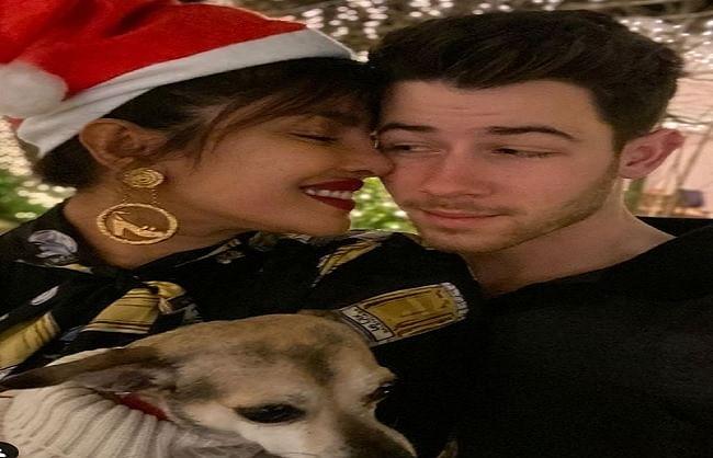 पीसी ने फैंस को यूं दी क्रिसमस और नए साल की  बधाई