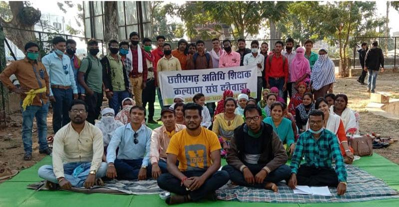 अतिथि शिक्षकों की बहाली के साथ अनिश्चितकालीन हड़ताल समाप्त