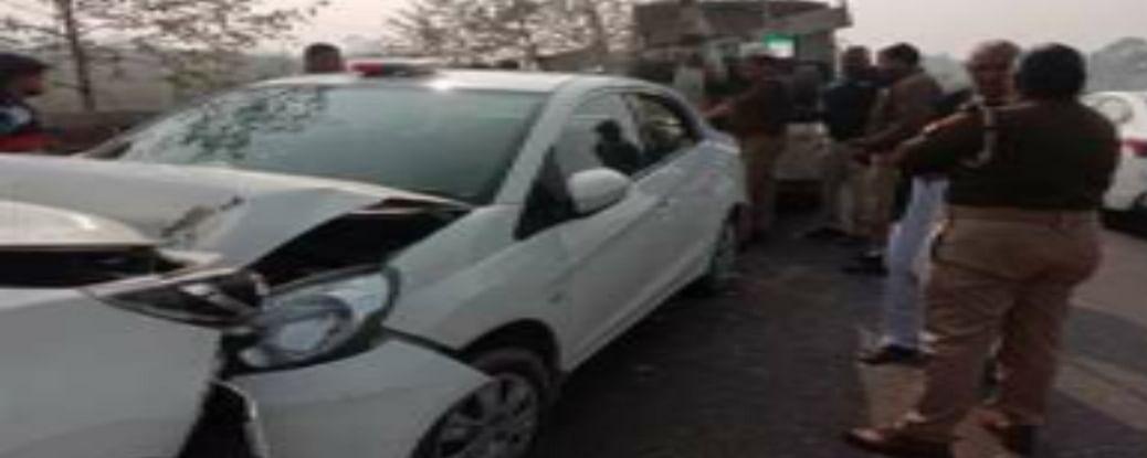 डीजी ऑफिस में तैनात आईपीएस की कार दुर्घटना ग्रस्त, बेटा और सुरक्षाकर्मी घायल