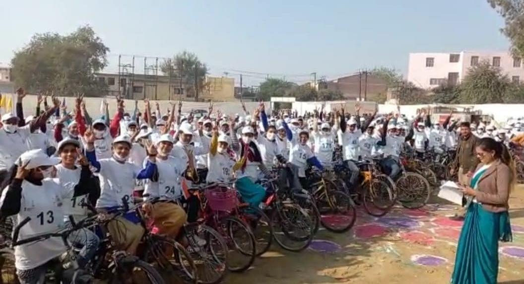 पर्यावरण को प्रदूषण से बचाने के लिये निकाली गई साईकिल रैली