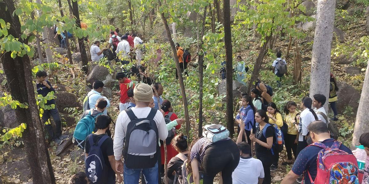धमतरी : सिंगपुर वन क्षेत्र के बूटीगढ़ में लोगों ने ट्रैकिंग सह प्रशिक्षण में उत्साह से लिया भाग