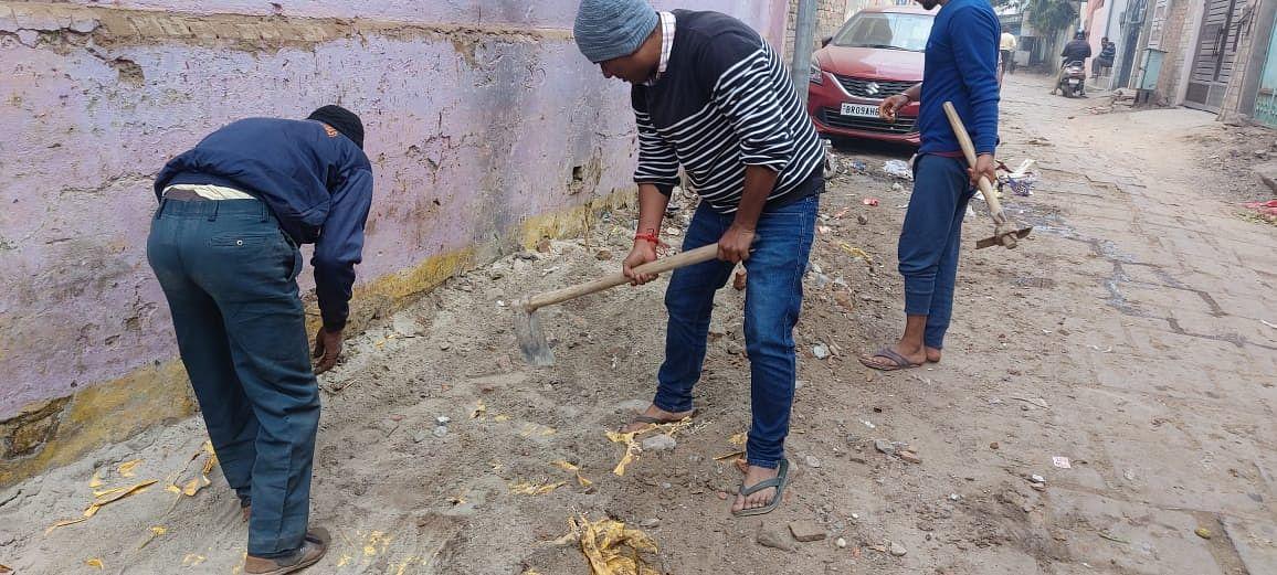 जिस जगन्नाथ गली में प्रधानमंत्री मोदी ने लगाया था झाडू, गंदगी देख युवा आगे आये