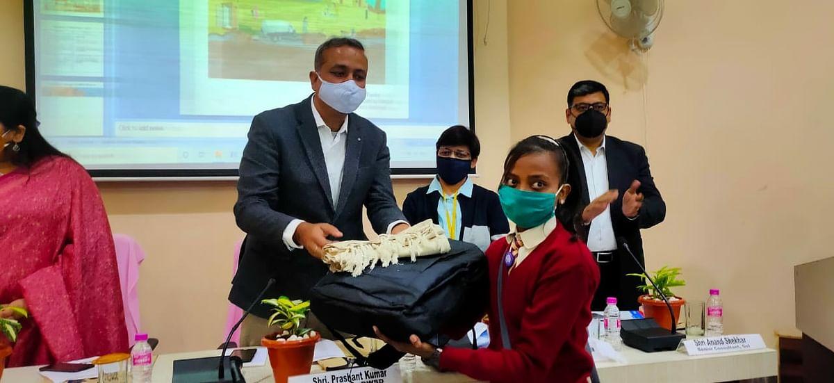 'चुप्पी तोड़ो स्वस्थ रहो' अभियान के तहत निबन्ध प्रतियोगिता में रुपाली कुमारी ने जीता प्रथम पुरस्कार