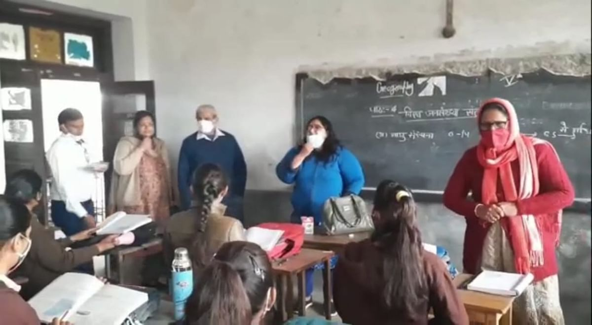 भीलवाड़ा: विद्यालयों में थर्मल स्क्रिनिंग और मास्क के साथ ही सॉशल डिस्टेसिंग की पालना