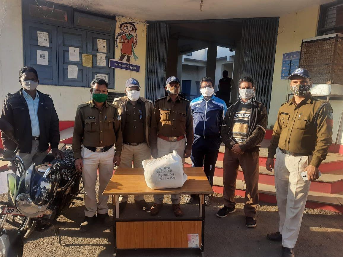 06 किलोग्राम अवैध गांजे के साथ 02 गिरफ्तार