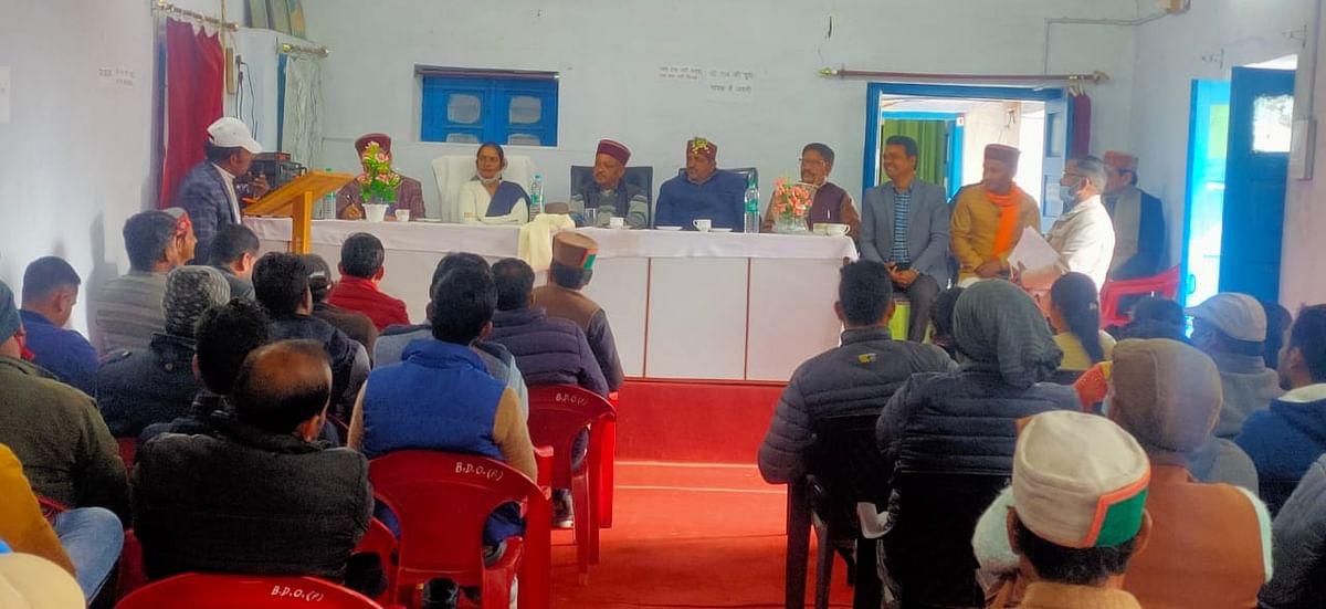 राज्यमंत्री ने प्रधानों से की मनरेगा कार्यों पर चर्चा