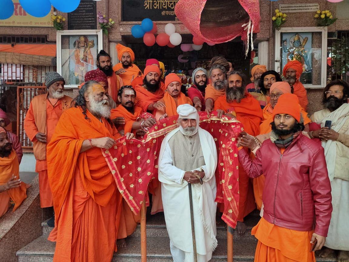 नव वर्ष पर हरिद्वार की अधिष्ठात्री का आशीर्वाद लिया शिवानंद सरस्वती ने